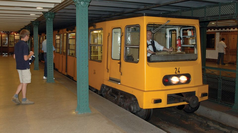Historic Metro in Budapest (Train) © echonet.at / rv