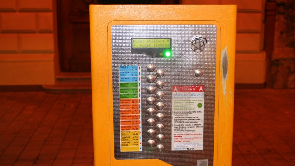 Ticket vending machine for public transport Bratislava © echonet.at / rv