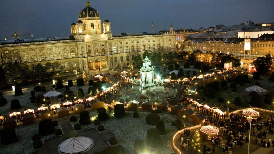 Christmas Market Maria-Theresia-Place Vienna © MAGMAG Events & Promotion GmbH