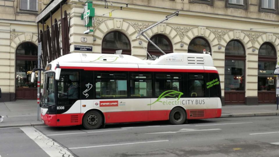 Electric Bus at the Charging Station in Vienna © echonet.at / rv